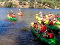 Piragua en embalse de San Juan o Picadas 2h grupos