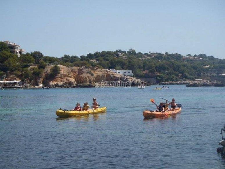 remando en kayak