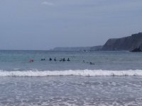 Studenti di surf nella classe pratica