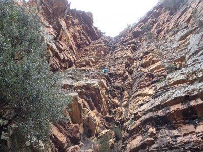 SierraEspadán的3级干燥峡谷漂流