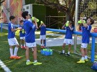 Jugadores bebiendo agua