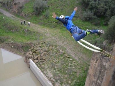 Salto de puenting en Almodóvar del Río 25 metros
