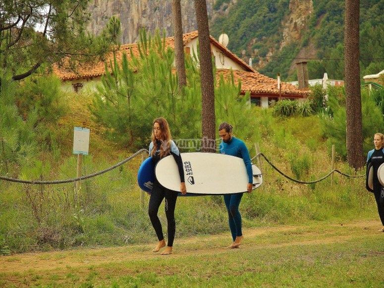 Curso de surf en Playa de Laga