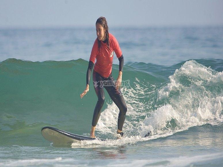 Surfeando olas del Golfo de Vizcaya