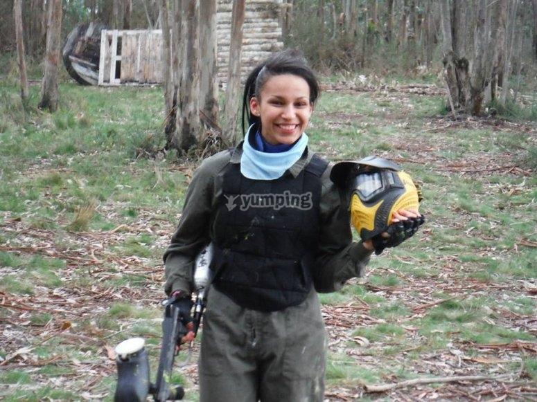Jugadora de paintball en Zapateira