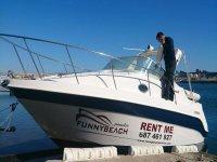 hombre en el barco