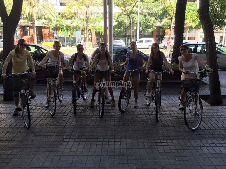 巴塞罗那骑自行车巴塞罗那通过在巴塞罗那