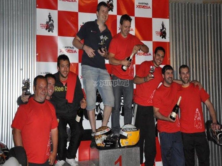 equipos en podio