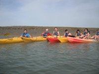 Foto de grupo en kayaks por el mediterraneo