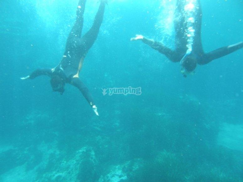 两个潜水员