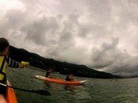 kayaks y pistolas de agua