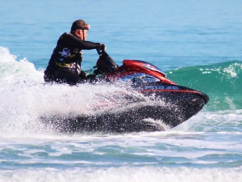 Ruta guiada en moto de agua biplaza por la Playa de Pebret