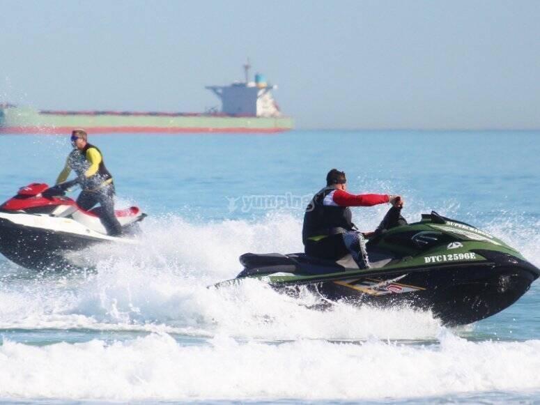 Ruta en motos de agua por las playas de Peñíscola