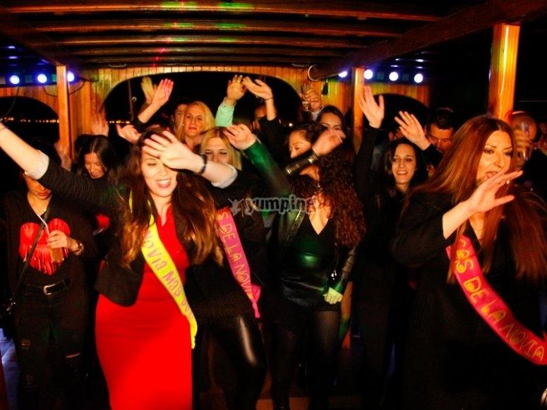 Bailando y celebrando