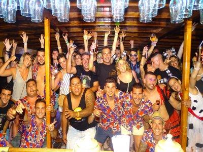 Party boat nocturno en Palma y barra libre cerveza