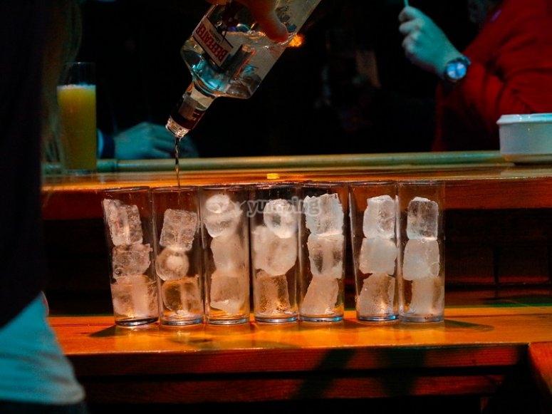 Preparando las copas