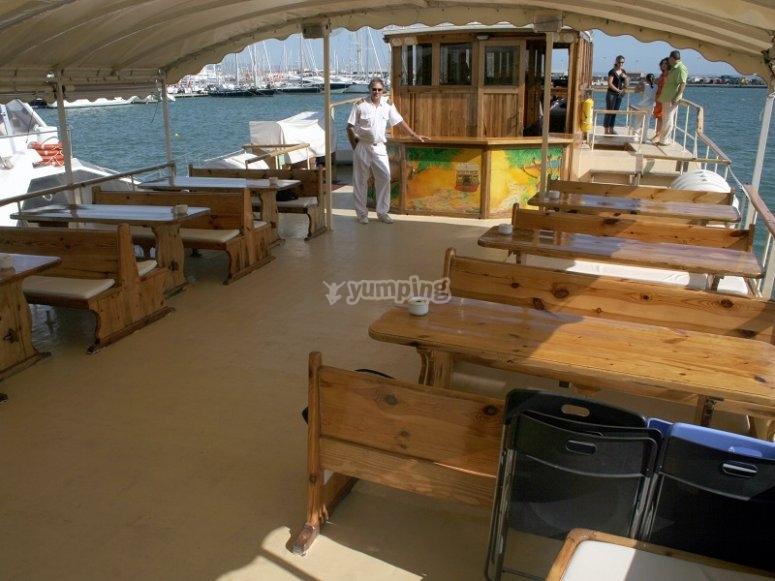 Mesas del barco