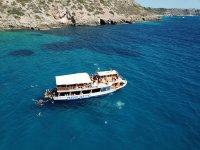 在马略卡岛乘船游览