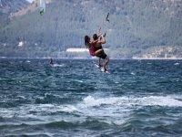 vuela con el kitesurf
