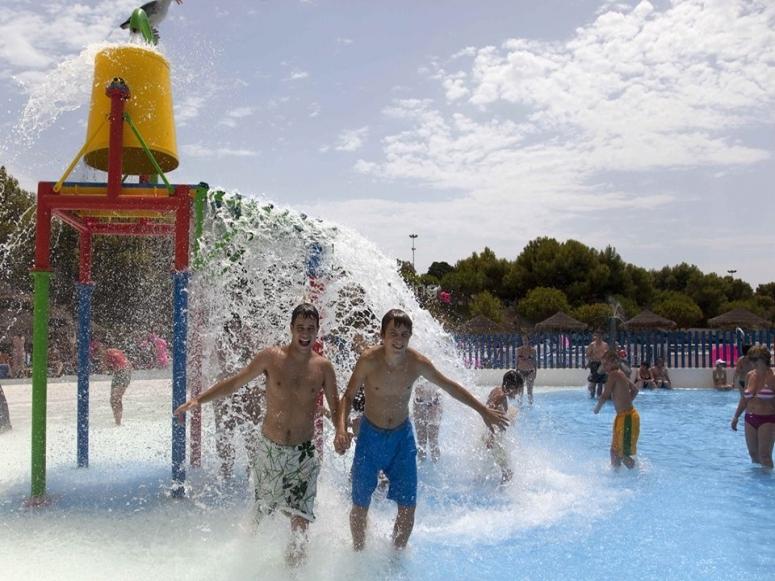 Fun in the water park of Vera