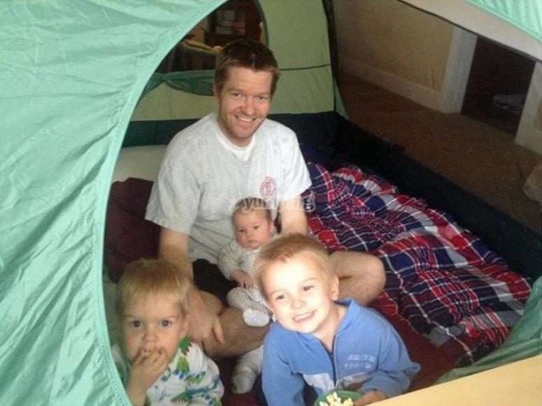 Familia en campamento
