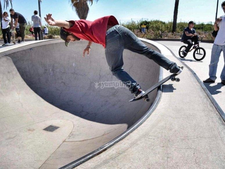 Practicando con el skate