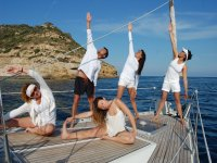 Yoga sobre velero