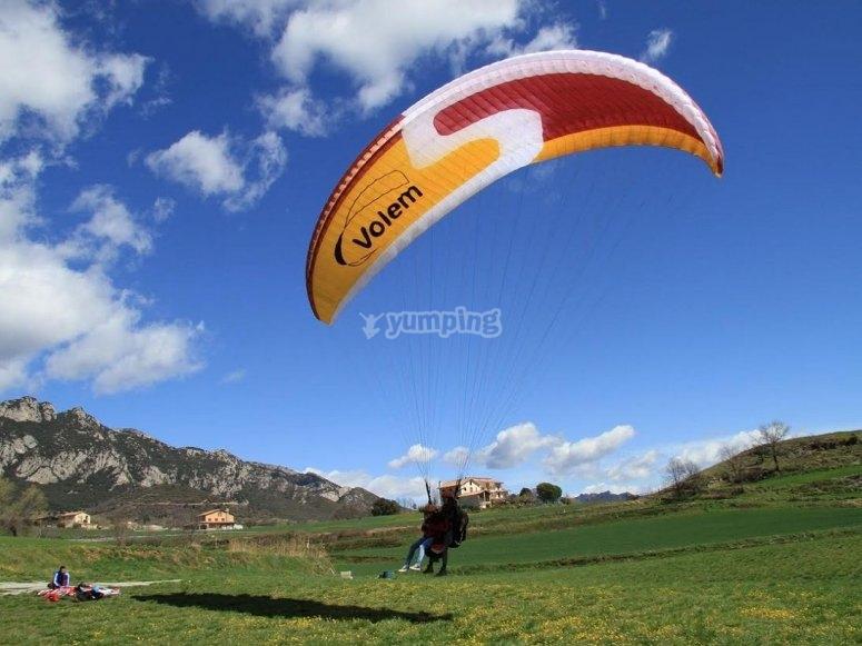 滑翔伞平稳降落