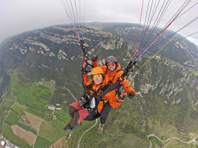 Parapente biplaza en Berga 300 metros
