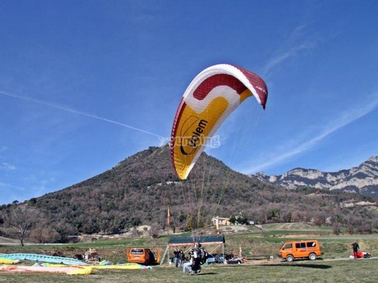 Momento del aterrizaje en el campo de vuelo