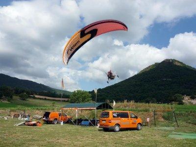 Paramotor飞行在Berga 10分钟