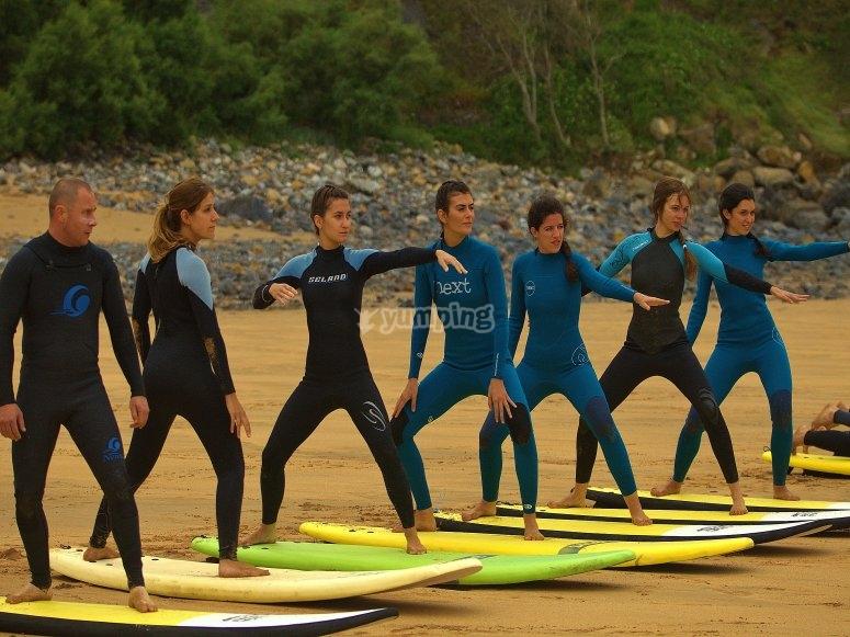 Aprendiendo a coger la posición de surf