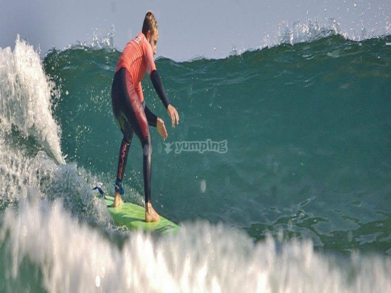 Clase de surf avanzado