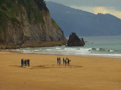 Campamento de surf adultos  5 días Ibarrangelu