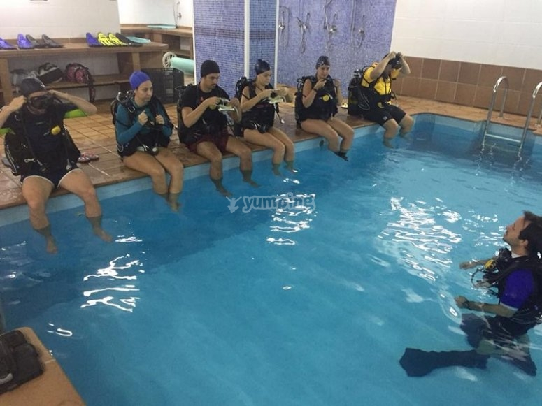 Diving in the pool in Fuenlabrada