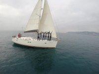 grupo saluda desde el velero