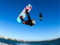 角度跳跃风筝科尼尔海滩
