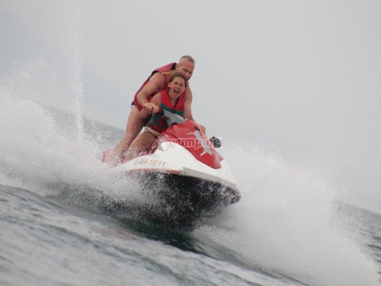Acelerando la moto acuática Torremolinos