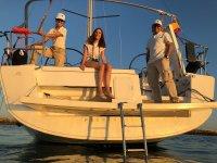 乘船穿过加的斯湾