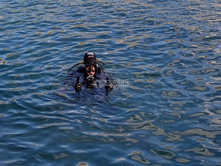 Inmersion de buceo en la costa