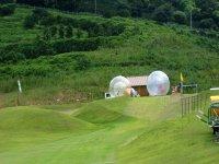 下降滑入一个球内线束太空球