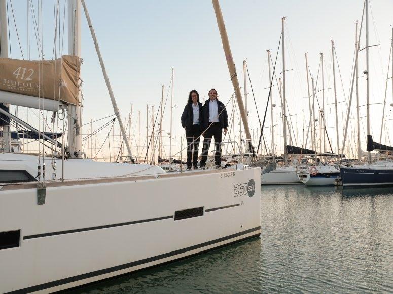 Tripulación lista para zarpar por la bahía de Cádiz