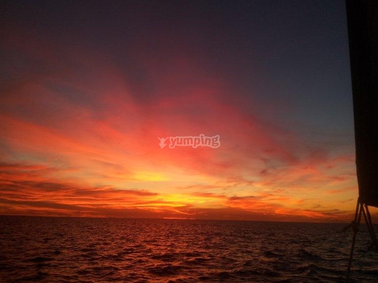 Puesta de sol desde velero en Cádiz
