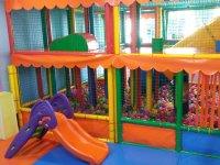 该地区的活动和儿童滑道