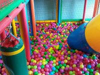 空间食堂的彩球玩具大池