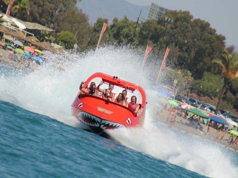 乘坐快艇享受极速