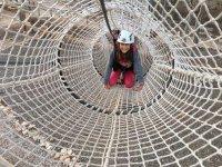 Atravesando el tunel de cuerdas