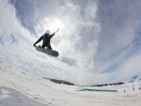 Salto de snow en pista