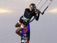 与风筝一起飞行