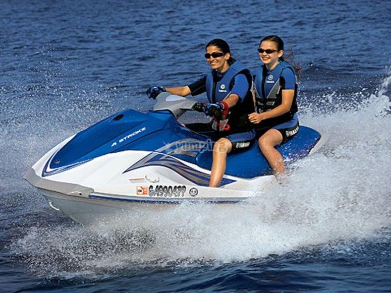 Guidare la moto d'acqua